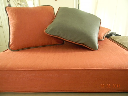 Toss cushions with contrasting piping and invisible zippers